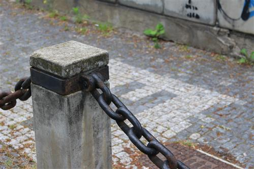 Column with a black iron chain